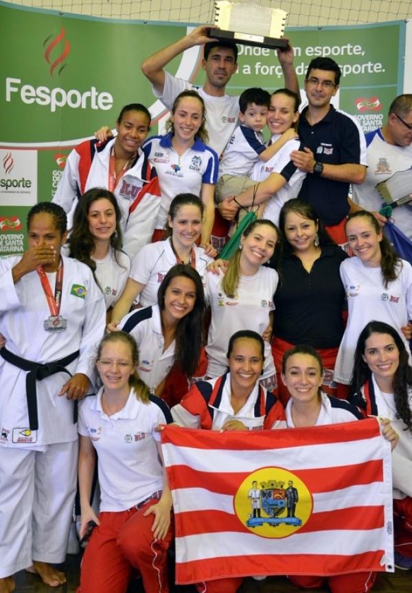 No feminino, o time reconquistou o título