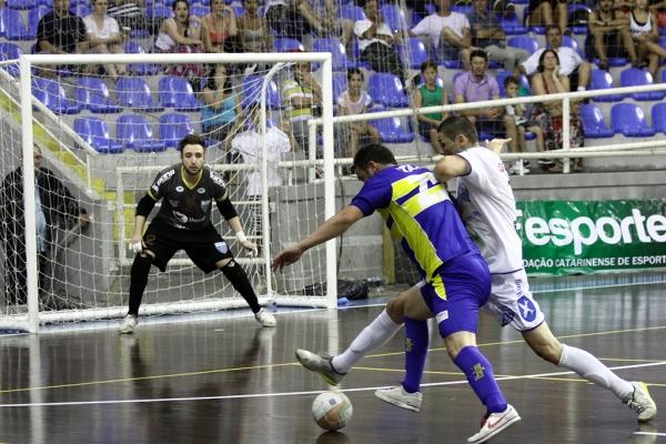 Vitória sobre Blumenau na semifinal do futsal masculino manteve Itajaí viva na briga pelo título-geral dos Jasc