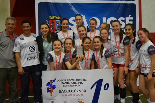 Escola Sara Castelhano Klenkauf, de Guaraciaba, foi um dos destaques do último dia, conquistando o bicampeonato dos Jesc no vôlei feminino